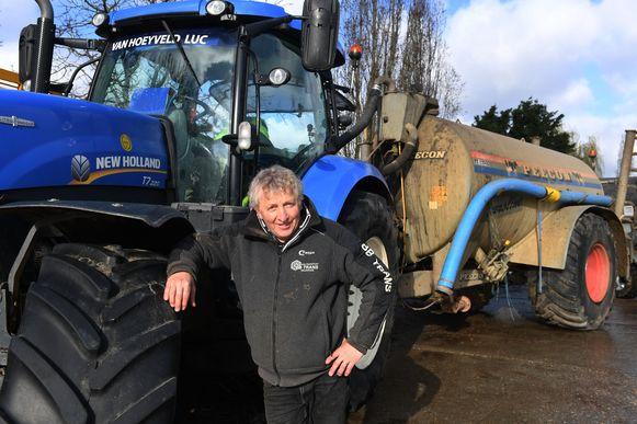 Landbouwer Luc Van Hoeyveld uit Holsbeek vond in Wommersom een hoop brieven terug die daar eerder gedumpt werden.