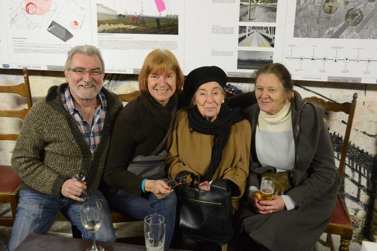 Bewoners Emilienne Driessen en Denise Aerts (rechts) en sympathisanten Lief Van Campfort en Jos Theunissen.