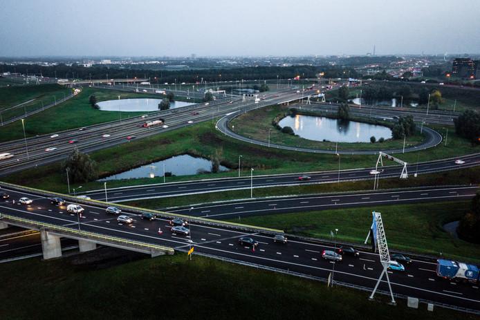 De A12 bij knooppunt Oudenrijn.