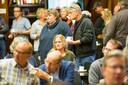 Veel belangstelling voor de informatiebijeenkomst in het Kulturhus in Vorden.  Gedupeerden worden bijgepraat over de gevolgen van de grote brand dinsdagmiddag.