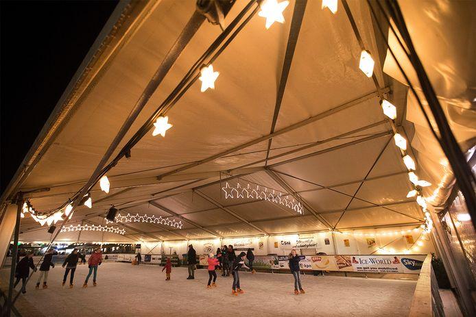 De ijsbaan op het Simonsplein in 2017.
