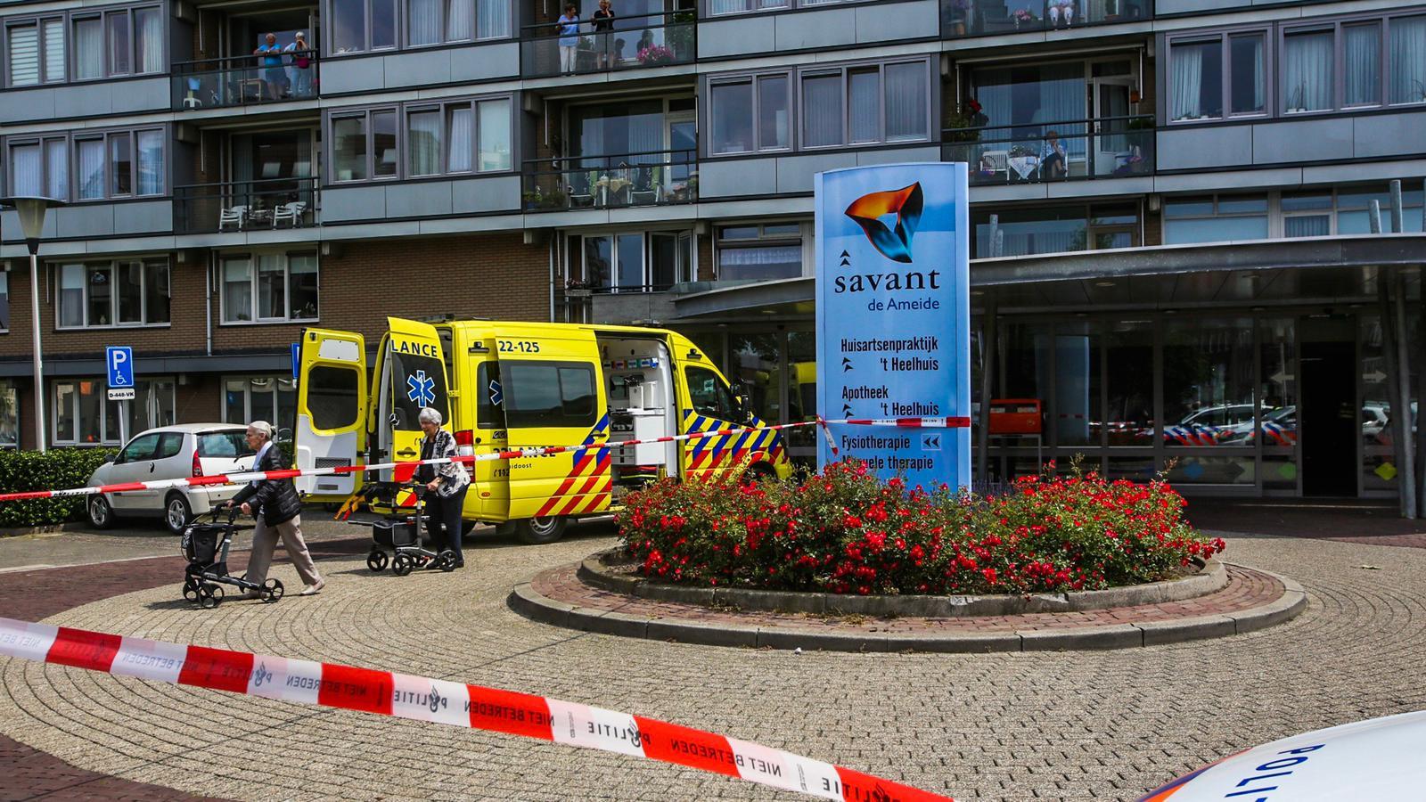 Man steekt zichzelf neer in woonzorgcentrum Savant de Ameide in Helmond.