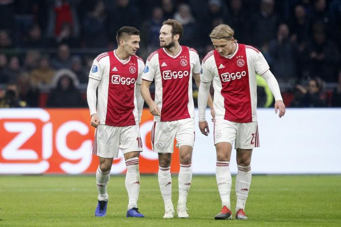 Feest bij Ajax na een treffer.