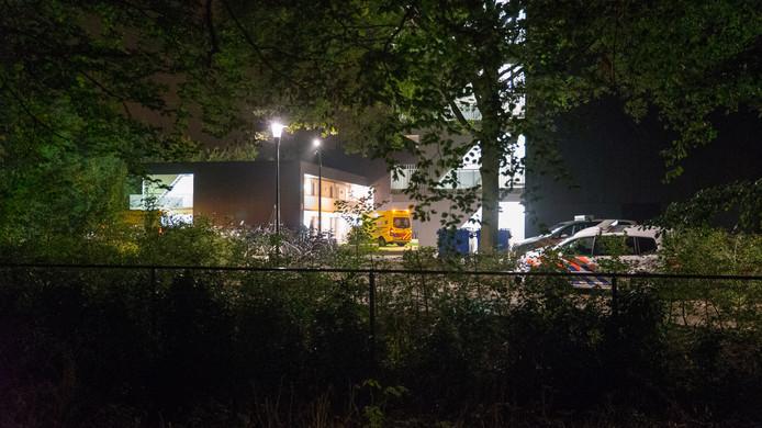 Politie en ambulance bij het AZC in Zutphen.
