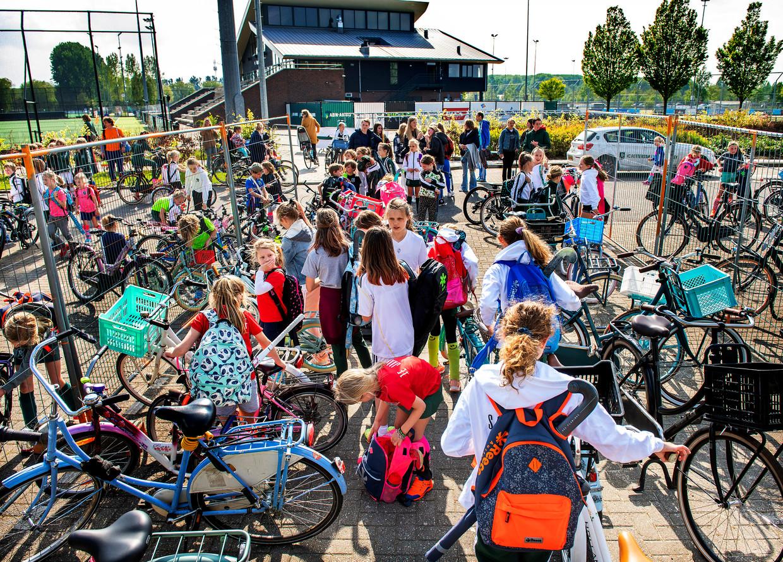 De jongere jeugd stroomt massaal toe bij hockeyclub Rotterdam. Beeld Klaas Jan van der Weij