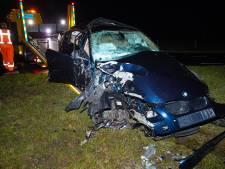 Bestuurder onder invloed crasht in Oldebroek: schade enorm, rijbewijs afgepakt