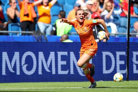 Jill Roord is uitzinnig van vreugde na haar doelpunt tegen Nieuw-Zeeland.