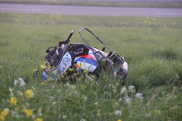 Motoragent zwaargewond bij ongeval op afrit A2 bij Zaltbommel.