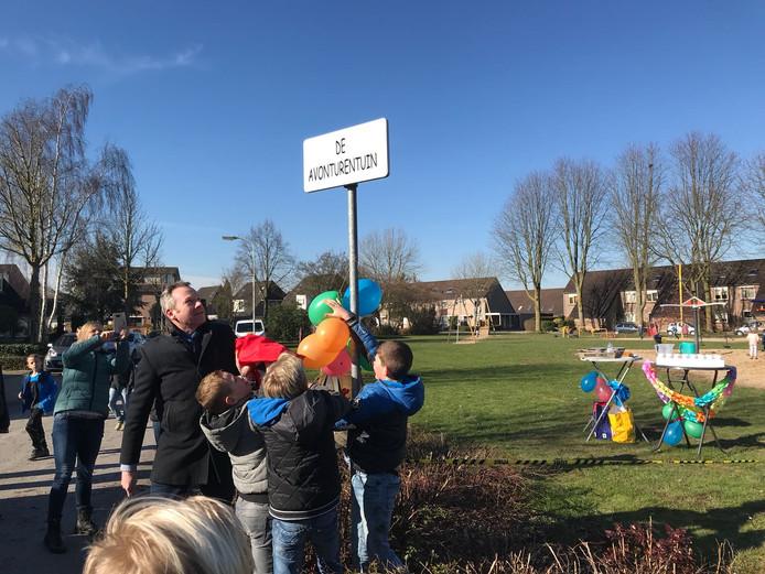 De jeugd in Duiven heeft een nieuwe speeltuin gekregen aan de Van der Goesstraat. Wethouder Johannes Goossen opende De Avonturentuin.