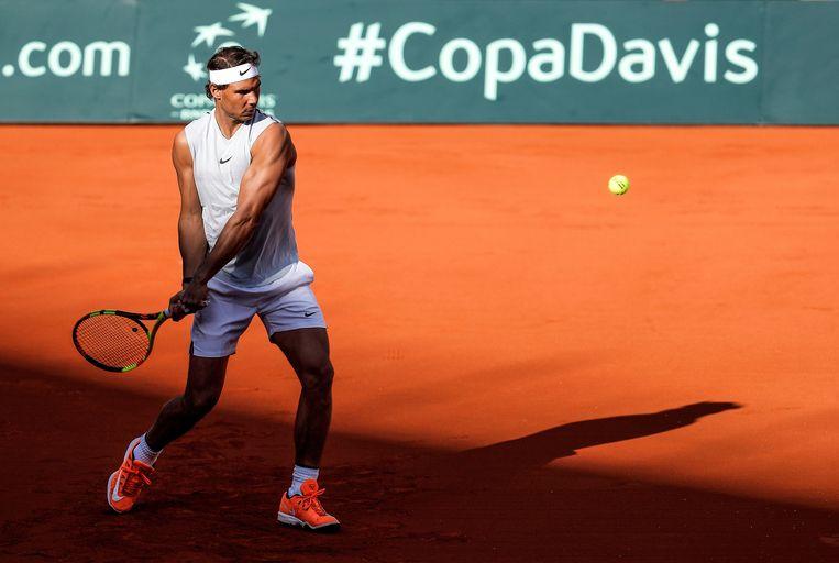 Rafael Nadal dinsdag tijdens een training in Valencia. Hij bereidt er zich voor op het Davis Cup-duel dit weekend tegen Duitsland. Beeld null