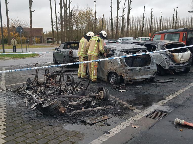 Van de brommobiel bleef amper iets over. Toch kon de branddeskundige de oorzaak nog achterhalen.