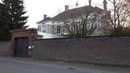 """Gemeente Evergem verkoopt beschermde dekenij: """"Afgooien en verkavelen kan niet"""""""