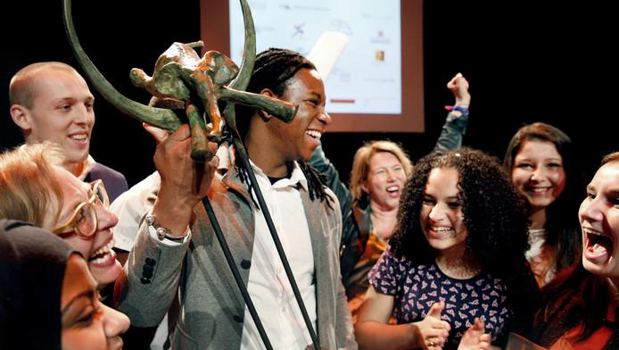 Het Rotterdamse Vakcollege De Hef heeft gisteren de Nationale Onderwijsprijs gewonnen in de categorie voortgezet onderwijs met het project Mentoren op Zuid.