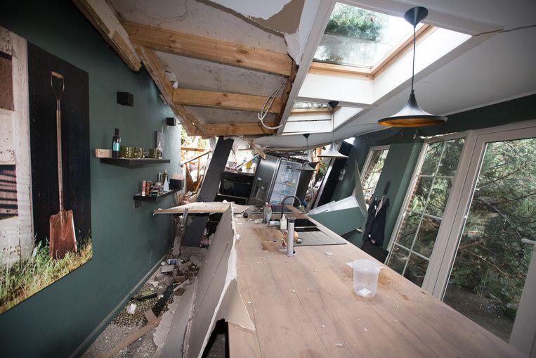 Hallucinante beelden in de pas gerenoveerde keuken.