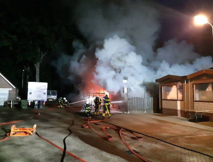 Woonwagenbrand aan Eikenlaan in Halsteren