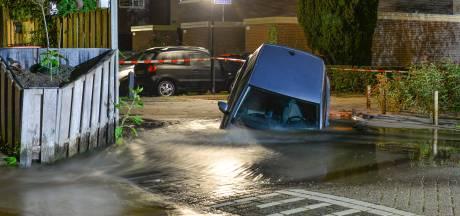 Gemist? Auto duikt in gat in Apeldoorn. En: schietpartij in Zwolle, 'zelfs kogel in voorraadkast'