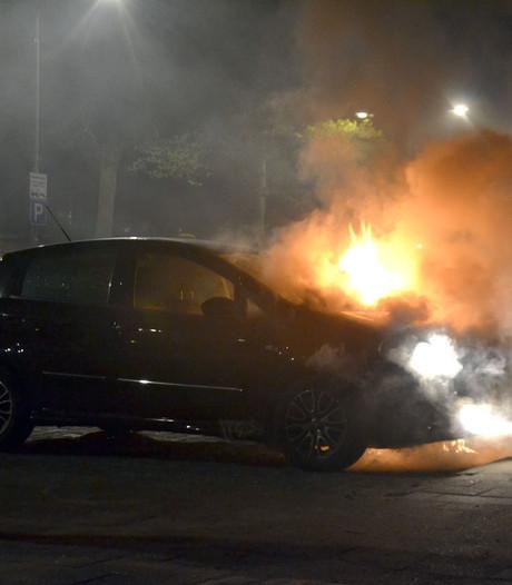 Autobrand op Gerardusplein in Eindhoven