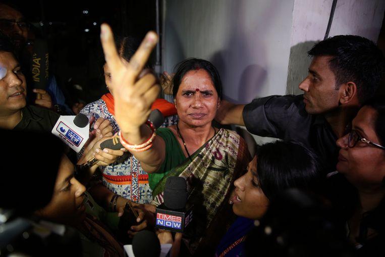 Asha Devi, de moeder van het slachtoffer dat later in het ziekenhuis aan haar verwondingen overleed.