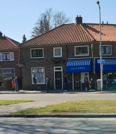 Even geduld voor een ijsje in Enschede: wachtrij voor ijssalon van 100 meter