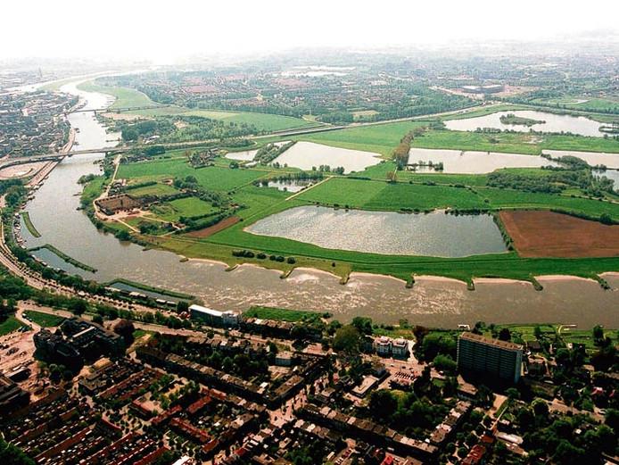 Stadsblokken (linksboven) en Meinerswijk vanuit de lucht gezien. archieffoto Hans Broekhuizen/De Gelderlander