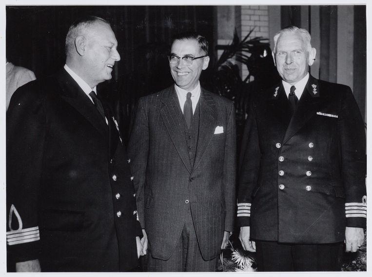 Rechts: commandant P.A. Riedel. Beeld Nationaal Archief