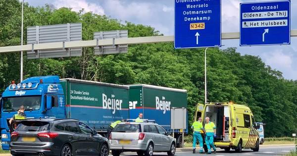 Gewonde na ongeluk op rondweg bij Oldenzaal.