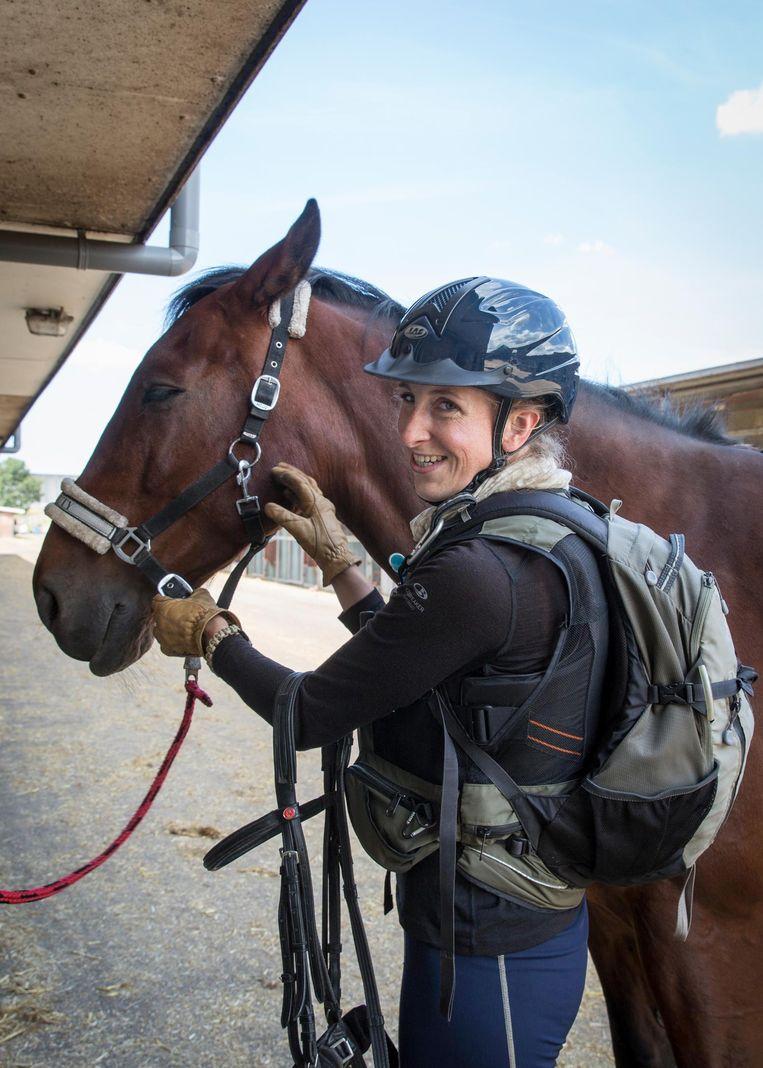 Josefine Schopman vertrekt naar Mongolië voor een paardenrace. Beeld Dingena Mol
