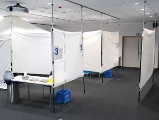 """Vaccinatiedorp AZ Sint-Maarten staat er werkloos bij: """"Koude douche"""""""