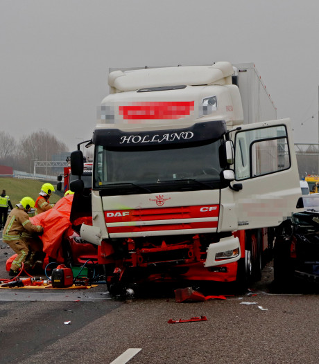 Whatsappende vrachtwagenchauffeur op A16 bij Ridderkerk kostte automobilist het leven