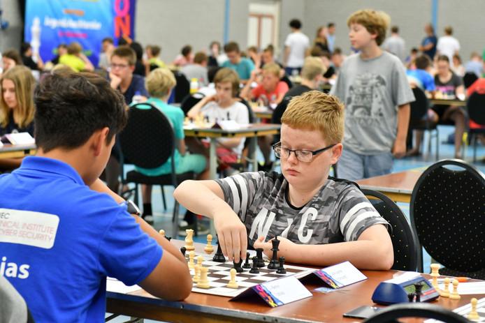 Volop concentratie tijdens het Open Nederlands Jeugdschaak Kampioenschap, deze hele week in sporthal 't Wooldrik.