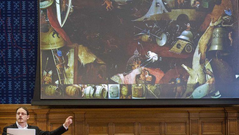Kunsthistoricus Robert G. Erdmann tijdens de presentatie van de onderzoeksresultaten in Den Bosch. Beeld anp