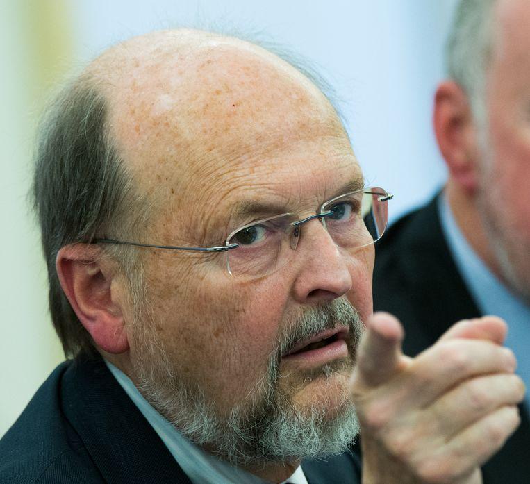 Voormalig gouverneur van de Nationale Bank Luc Coene vindt dat de gemiddelde Belg nog wel wat extra belastingsdruk kan hebben.