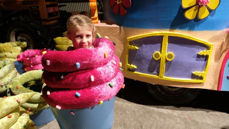 De kleine Hanne is er voor de eerste keer bij. Als cupcake dan nog wel!