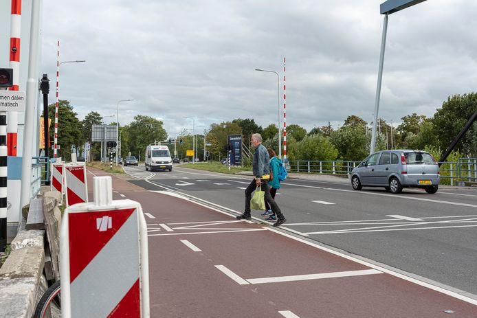 Snel even tussen de auto's door oversteken ter hoogte van de Praxis hoeft vanaf begin november niet meer.