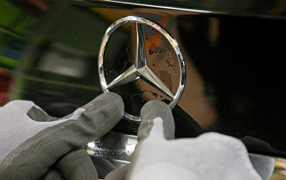 Daimler heeft net als andere fabrikanten veel geld nodig voor de overstap naar elektrisch rijden.