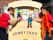 Poppenkast Jometteke uit Zevenbergen bestaat 10 jaar: 'Waar wij komen, is het altijd feest!'