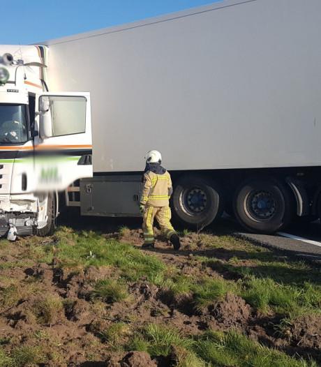 Urenlange vertraging op A28 na ongeluk met vrachtwagen voorbij
