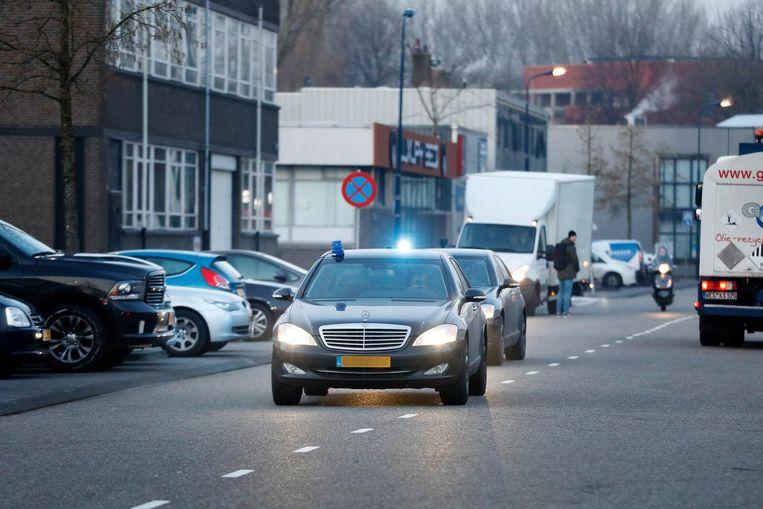 Auto's komen aan bij de extra beveiligde rechtbank de Bunker voor het vervolg van de strafzaak tegen Holleeder. Beeld anp