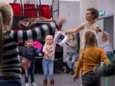 Kinderboekenweek Ede is begonnen met een dansje in de speciale speeltuin