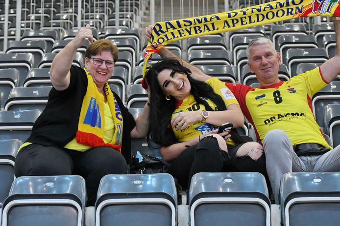 De familie Van Zeist, moeder Diana, zus Verena en vader John, zijn in Polen om zoon en broer Maikel te ondersteunen.