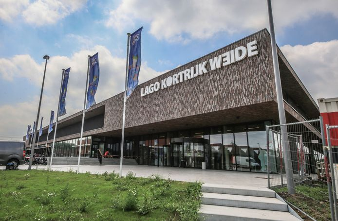 Het zwembad van Kortrijk, gebouwd door de firma Lago.
