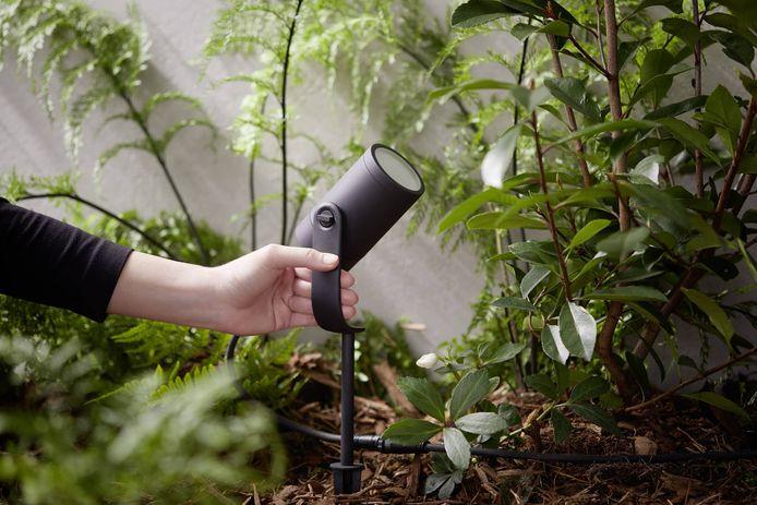 De voedingskabels die gebruikt worden bij Philips Hue-buitenverlichting zijn mogelijk niet helemaal waterdicht waardoor kortsluiting kan ontstaan. Het aanraken van zo'n kabel in natte omstandigheden kan gevaarlijk zijn. Het gaat om buitenspots, wandlampen en sokkellampen.