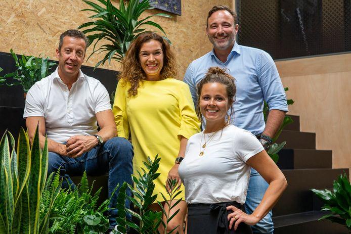 Imre van Leeuwen, mede-eigenaar van Sportmarketingbureau SportVibes en het evenementenbureau iQ Events, Patricia Verbakel en Pien Breukink (Arling) en rechts Micha van Herk, zakenpartner van Van Leeuwen.