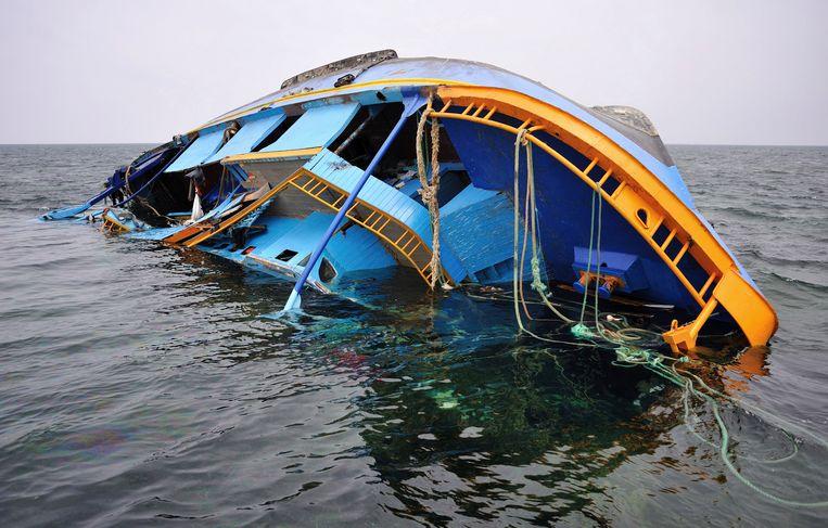 Een omgeslagen schip. Beeld AP