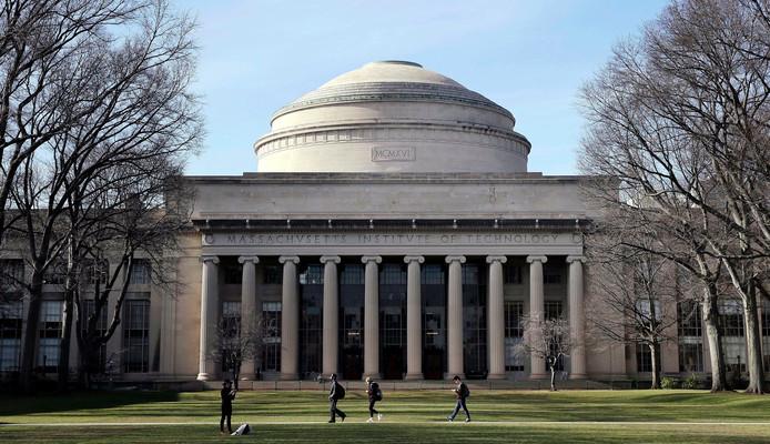 Le célèbre Massachusetts Institute of Technology (MIT) figure parmi les universités et instituts de recherche les plus prestigieux au monde.