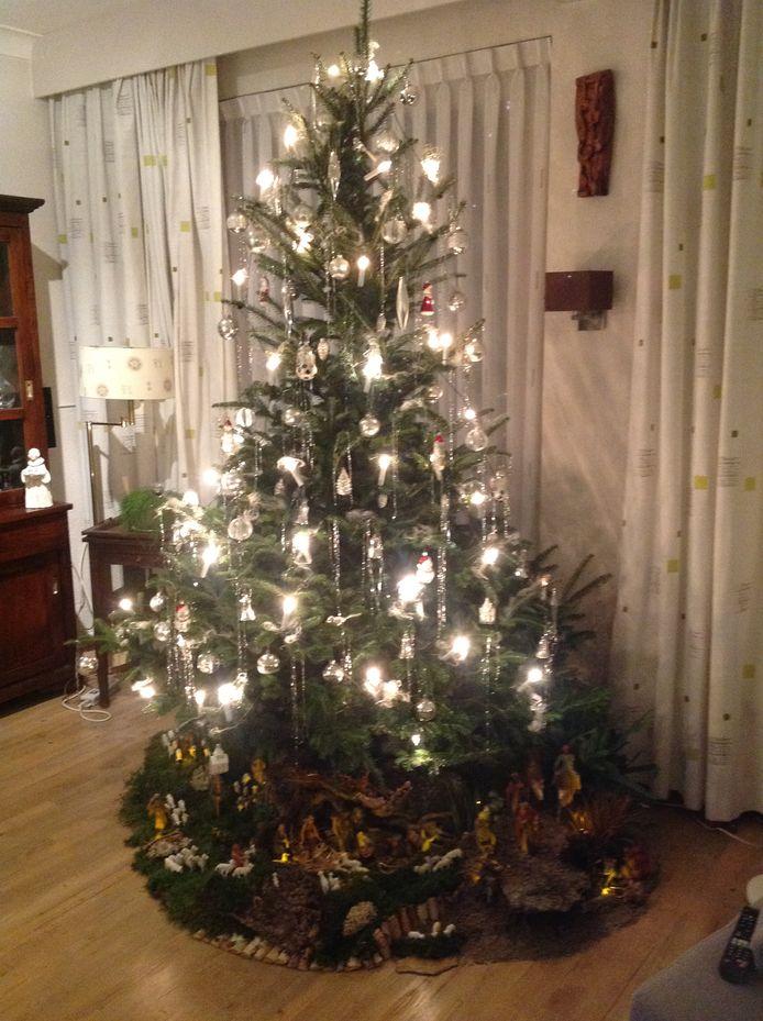 Het kerstverhaal onder de kerstboom.