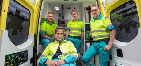 Hoe word je ambulanceverpleegkundige? Fleur en Willeke laten het zien: 'Ons werk is zo mooi'