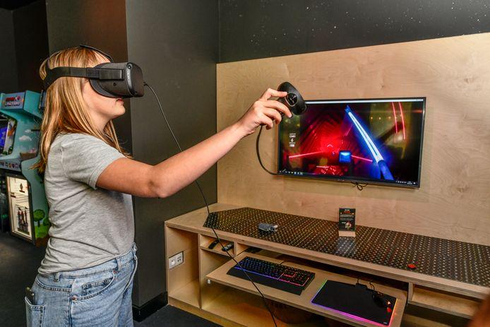 In de gameroom kan je zelfs spelletjes spelen met een VR-bril.