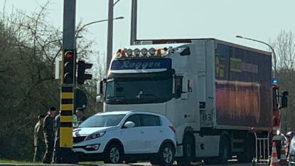 Bestuurder gewond bij botsing met vrachtwagen