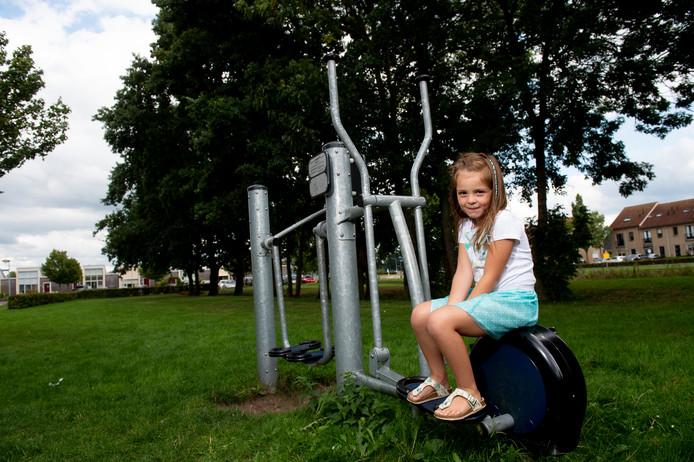 De zesjarige Yaëlla Prins werd vrijdagavond mishandeld door drie tieners, die met stokken op haar insloegen.